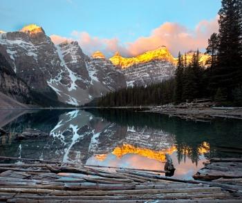 Morning sunrise on Lake Moraine, Canada