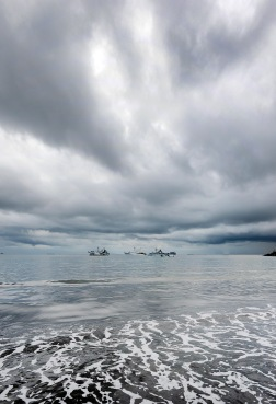 Playa Caldera, Puntarenas clean web dark clouds, strai hoz mor sat